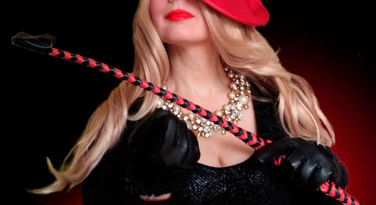 Mogliettina perversa cerca schiavo per seduzioni strapon